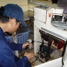 厨房機器の中にもベイト剤を塗布処理