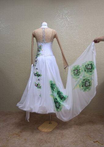 白ドレス 12月のパーティー用に