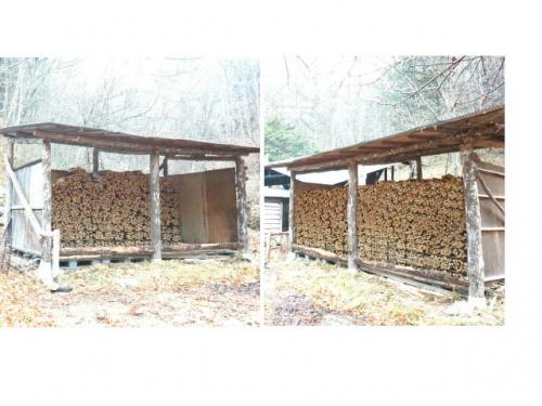 薪が搬入されました。このまま春まで乾燥を待ちます。