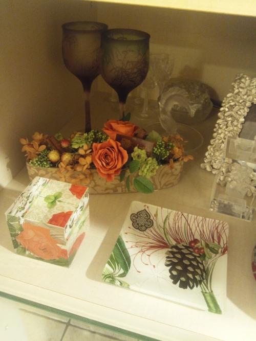 飾り棚の中にも飾れる花