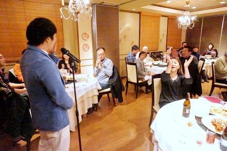 お笑い芸人の錦鯉とカンカンさんを招いて、忘年会開催。