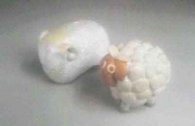干支羊の置物を陶芸で作ると、、。生徒作品2点。