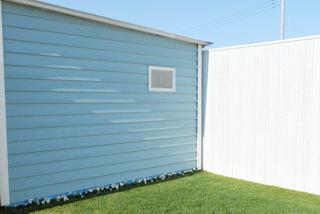 爽やかな壁と芝生に撮影スタジオは早くももう春!