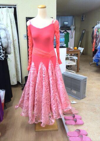 ピンク色の春を呼ぶスタンダードドレスです。