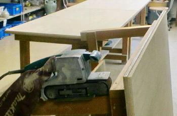 作業机の天板を張り替えました。