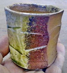 信楽水簸(すいひ)粘土を登り窯で焼くと、こんなに渋く。