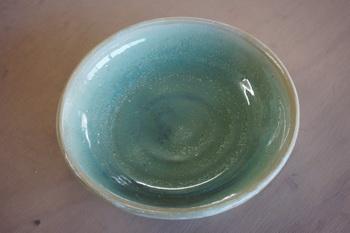 女優Mさんが電動ろくろ体験で制作した皿です。