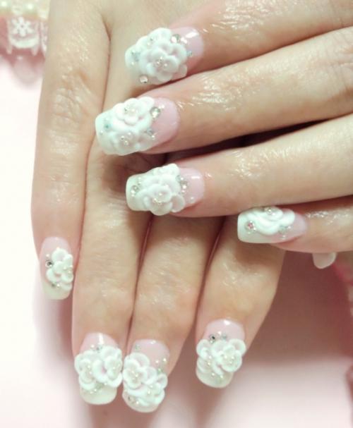 3D 白いお花のフレンチネイル 東静岡