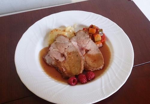 ある日のランチより。豚肉のロースト、フランボワーズソース