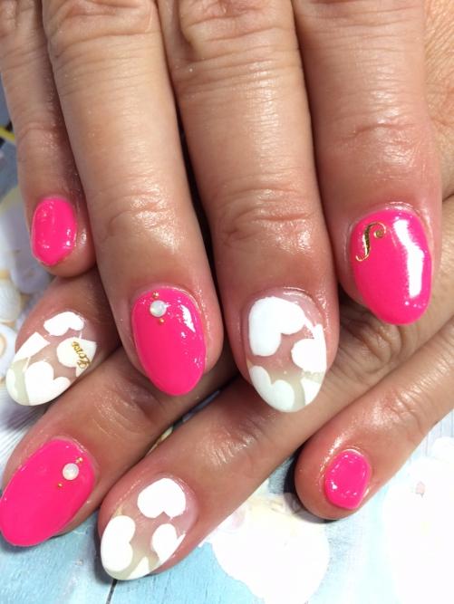 蛍光ピンクで夏ネイル