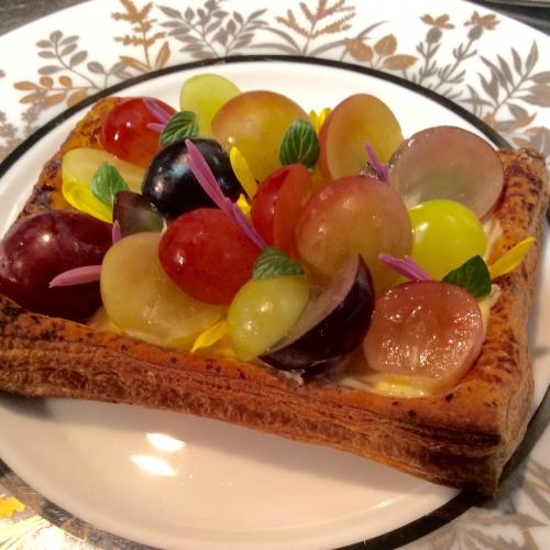 旬のデザート!八ヶ岳から6種類の葡萄のタルト