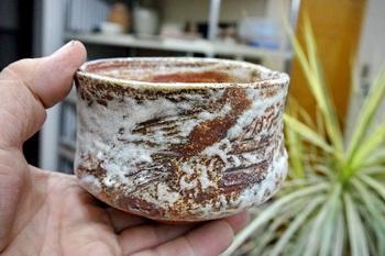 春の登り窯焼成で焼き上げた志野茶碗。少し気に入っています。