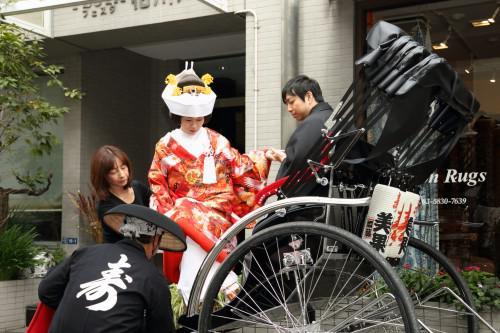結婚写真は人力車で浅草周遊はい・か・が!