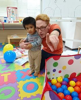 外国人講師 2~3歳ママと一緒幼児クラス