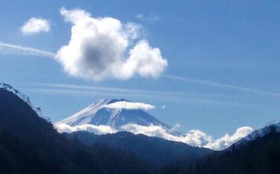 登り窯に行黄ながら見た中央道初雁からのの富士山。