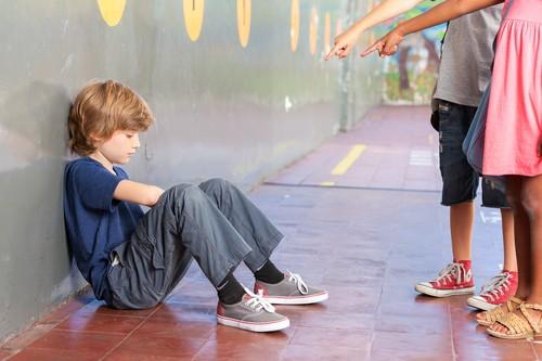わが子のイジメに気づくべきサイン10個と親の対応策