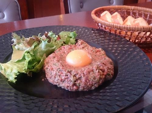 熊本県産の馬肉で作るタルタルステーキ!