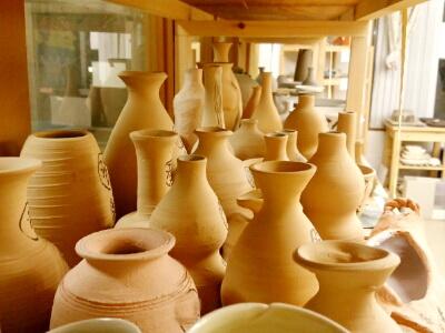 登り窯で焼く作品が徐々に。陶芸教室 東京 国立けんぼう窯