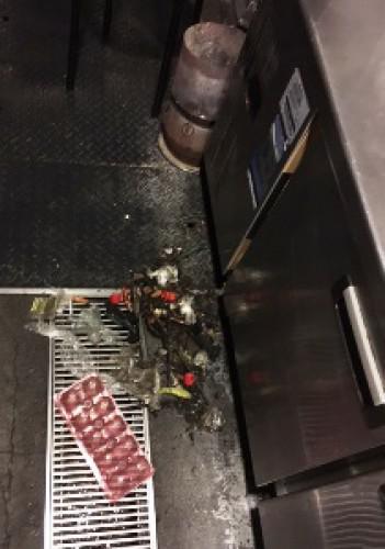 厨房機器下等のゴミのかき出しは必須