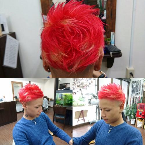 赤髪金メッシュ