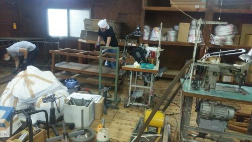 家具の解体、什器の解体を1日がかり。