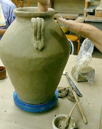 陶芸教室 東京 国立けんぼう窯 叩き作り、耳付きの壷完成。