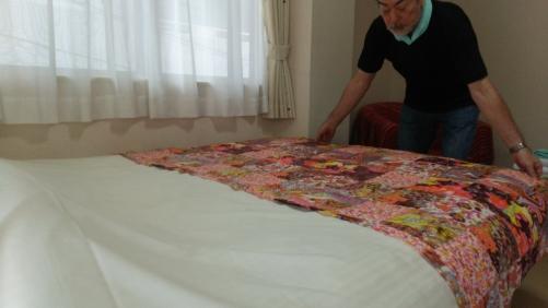 ベッドの交換作業とベッドメイクも一緒に。