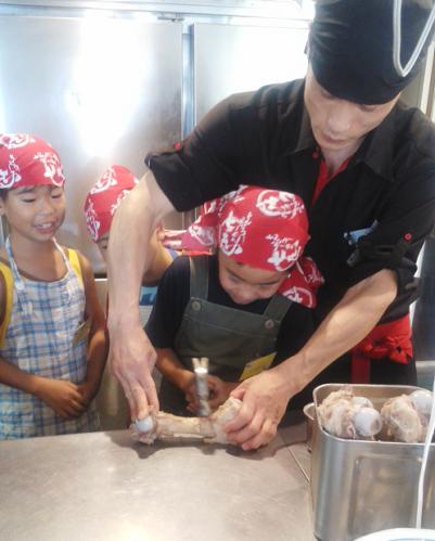 夏休み「子供ラーメン教室」を中山店で開催しました!