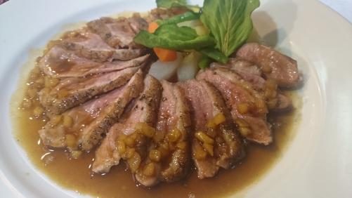 鴨胸肉のロースト カルヴァドスのソース