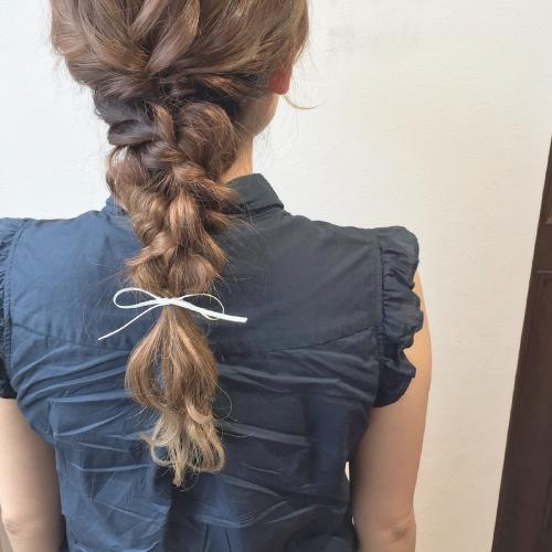 ヘアカラー グラデーションカラー 三つ編みアレンジ 髪型