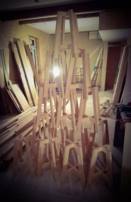 木で椅子をつくってます