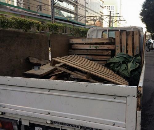 渋谷にてパレット、板、角材、不用品回収サポート実施!