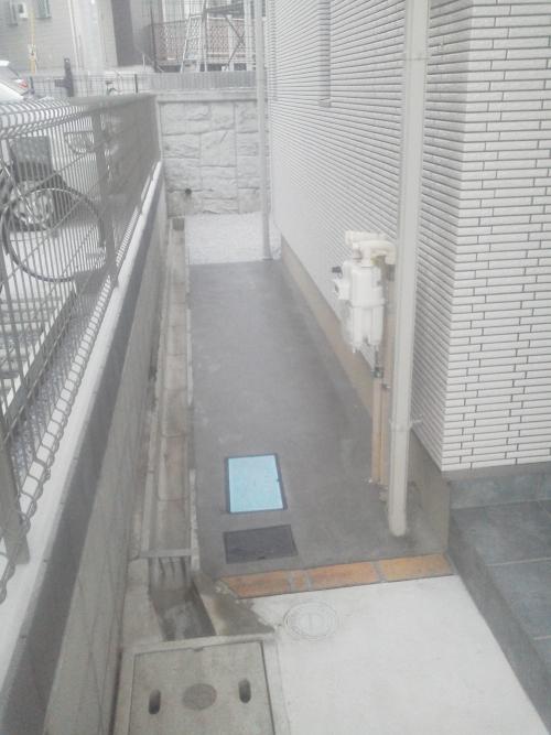 川崎市宮前区野川でコンクリート工事。