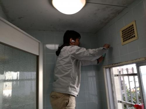 お風呂の天井などカビ取り大掃除。