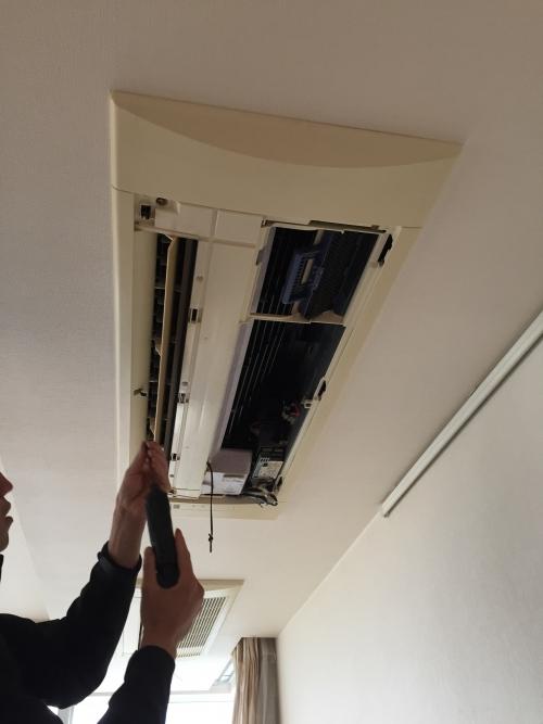 横須賀市 鴨居3丁目で天井埋め込みエアコンクリーニング