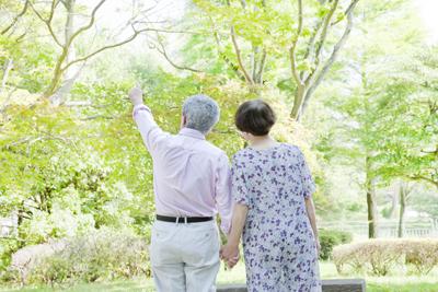 高齢者に多い脊柱管狭窄症 病院で完治しない手足の痺れに実績
