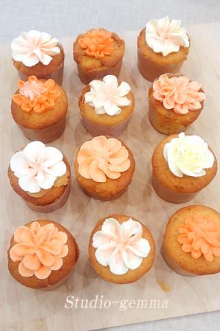 フラワーデコレーションカップケーキ