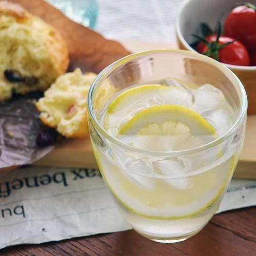 暑い日はスタジオエムのグラス「レモネード」でレモネード!