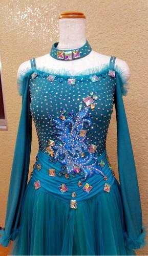 ドレスのデコレーション(装飾)