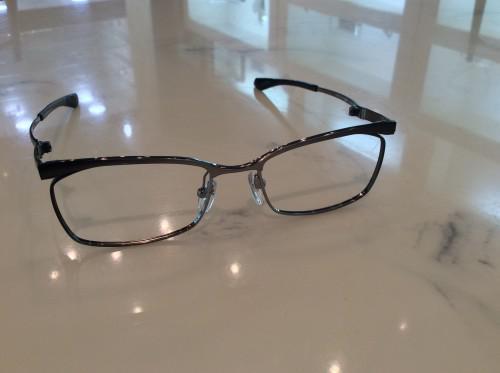折りたたみ式の眼鏡
