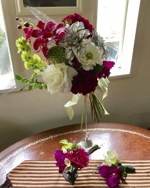 花嫁のドレスに合わせブーケ、ブートニア、髪飾り