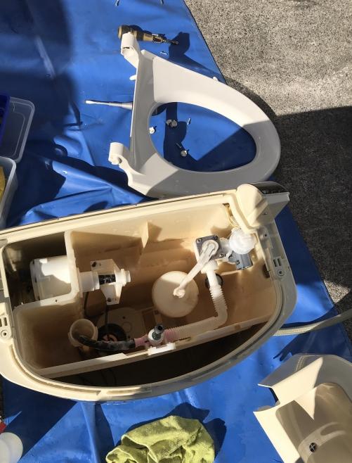 タンク一体型ウォシュレットの完全分解