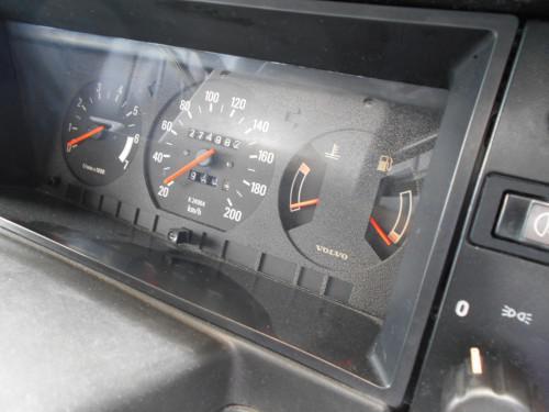 ボルボ240GLE スピードメーターボタン内部破損で取替