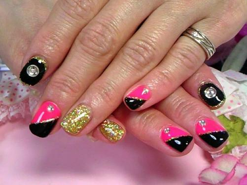 ピンク 黒 ゴールドラメ セクシーネイル