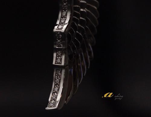 翼のペンダント