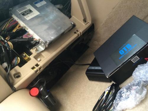 OTB(オーバーテイクブースター)を調査車両に装着中