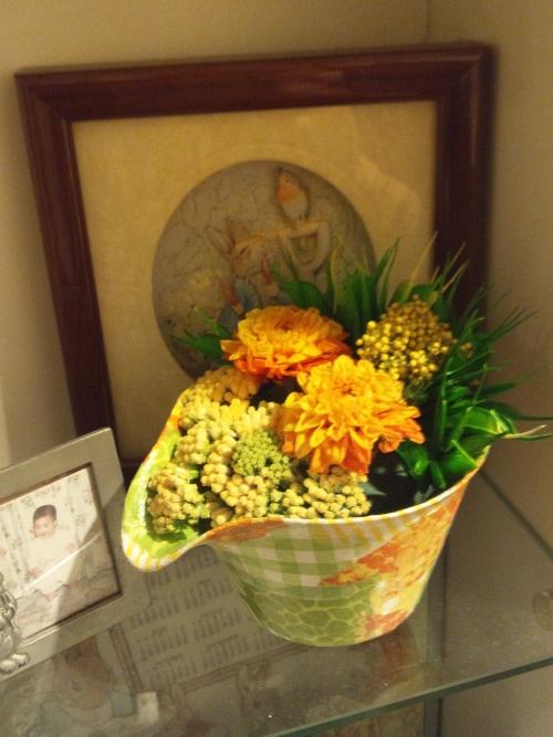 ペーパークラフト花器へのドルチェ風アレンジメント