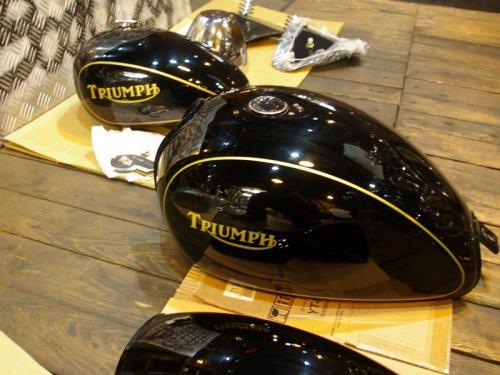 Triumph タンク塗装完了