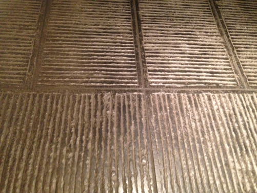 スロープでの石貼り床の模様