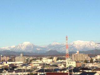 日光連山は シロ〜ガネ〜アサヒヲアビ〜テ〜♫